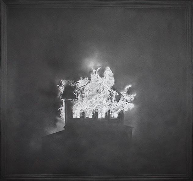 Simon Schubert, o.T. (brennendes Haus), 2014, Graphit auf Papier, 140 x 145 cm