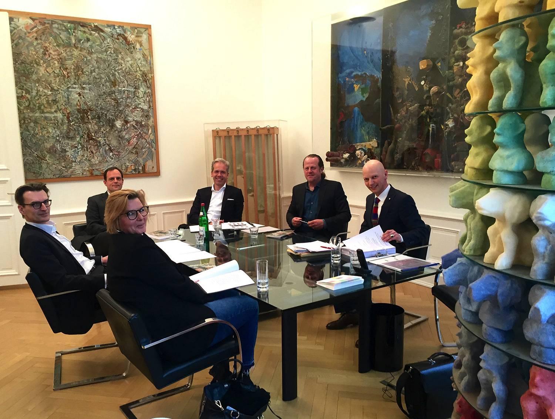 Im Uhrzeigersinn: Uta Grosenick, Franz van der Grinten, Simon Schubert, Markus Eisenbeis, Dr. Dirk Dobke, Rene S. Spiegelberger