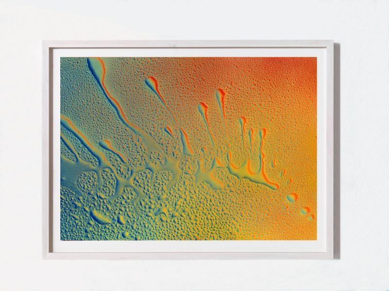 Wenn das komplette Wasser eingetrocknet ist, entsteht durch diese Technik die Illusion von noch nassen Wassertropfen auf eurem Bild.