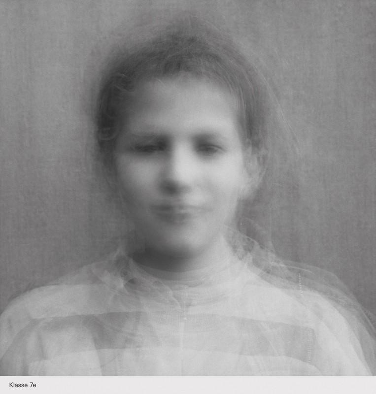 Auch Betrachter der ausgestellten Fotos sollen sich mit ihrer Identität innerhalb ihrer alltäglichen Gruppen beschäftigen.