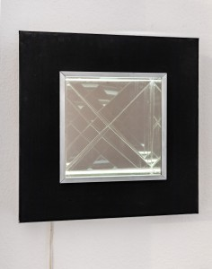 Christian Megert, Ohne Titel (Spiegelobjekt illuminiert), 1967, Spiegel, Metall, Elektronik, 56 × 56 × 12 cm
